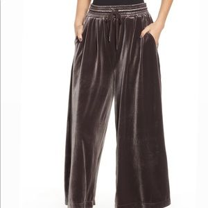 🎤NWT Madewell Stretch Velvet Pull-On Crop Pants